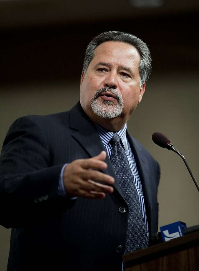 Superintendent Carlos Garcia of the San Francisco Unified School District speaks to members of the media on the district's improved score on the California Standard Test during a press conference at the SFUSD headquarter on Franklin St. in San Francisco, Calif. on Tuesday, Aug. 18, 2009. Photo: Stephen Lam, The Chronicle