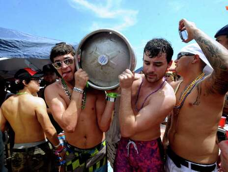 Students on spring break carry a keg of beer through a crowd on South Padre Island beach on Wednesday, March 14, 2012. Photo: Billy Calzada, San Antonio Express-News / San Antonio Express-News