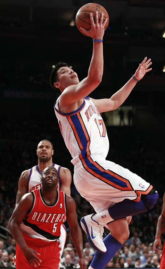 New York Knicks' Jeremy Lin (17) drives past Portland Trail Blazers' Raymond Felton (5) during the first half of an NBA basketball game, Wednesday, March 14, 2012, in New York. Photo: Frank Franklin II, Associated Press