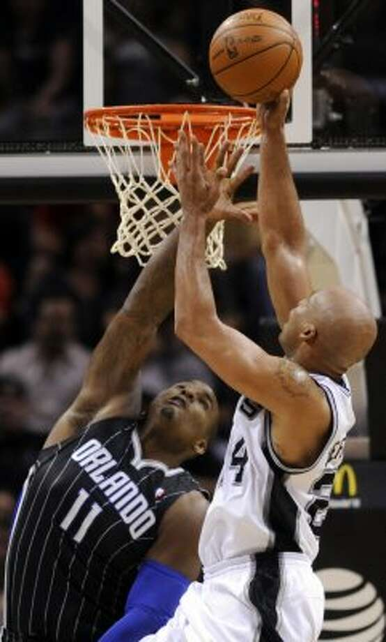 San Antonio Spurs forward Richard Jefferson is defended by Orlando Magic forward Glen Davis during the second half of an NBA basketball game Wednesday, March 14, 2012, in San Antonio. The Spurs won 122-111. (AP Photo/Bahram Mark Sobhani) (AP)