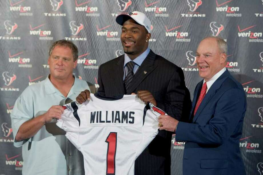 Houston Texans defensive coordinator Richard Smith, left, and team owner Bob McNair flank the newest Houston Texans player Mario Williams, a defensive end from North Carolina State,  as they pose for photos upon arrival back in Houston after Williams was taken as the top pick in the National Football League Draft Saturday, April 29, 2006. Photo: BRETT COOMER, HOUSTON CHRONICLE / Houston Chronicle