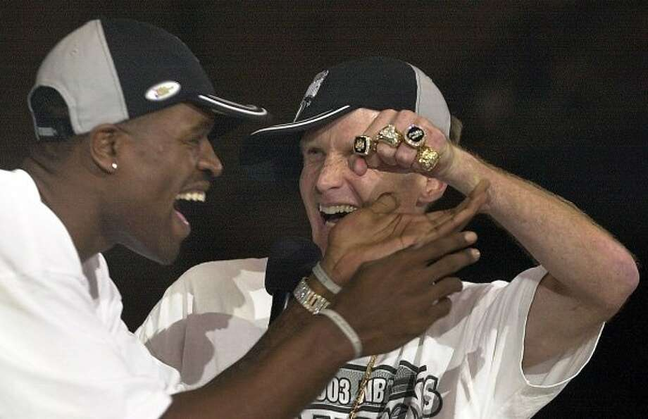 METRO  Steve Kerr shows his championship rings to the amazement of teammate Stephen Jackson on stage at the Alamodome, Thursday, June 18, 2003.    Tom Reel/Staff (SAN ANTONIO EXPRESS-NEWS)