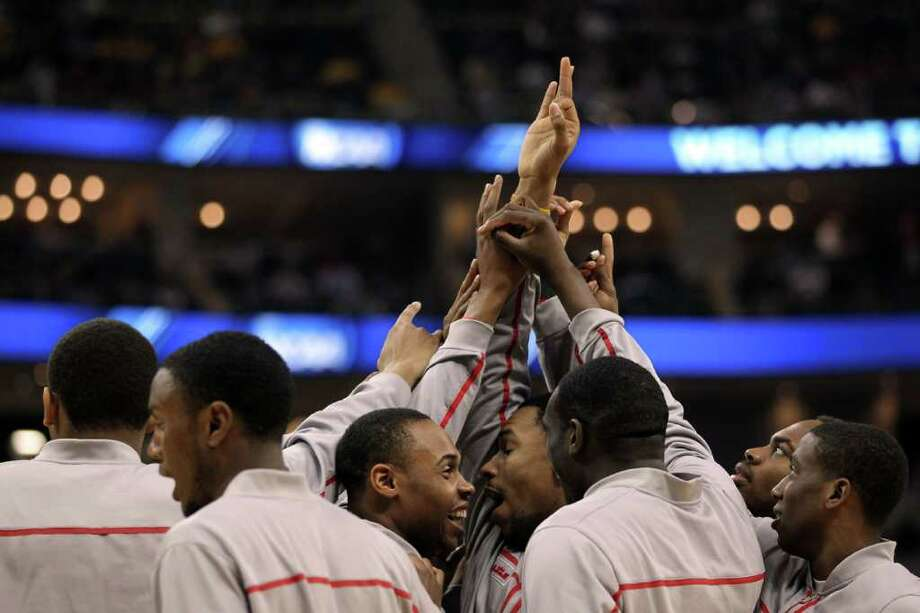 PITTSBURGH, PA - MARCH 15:  The Ohio State Buckeyes huddle before their game against the Loyola Greyhounds during the second round of the 2012 NCAA Men's Basketball Tournament at Consol Energy Center on March 15, 2012 in Pittsburgh, Pennsylvania. Photo: Gregory Shamus, Getty Images / 2012 Getty Images