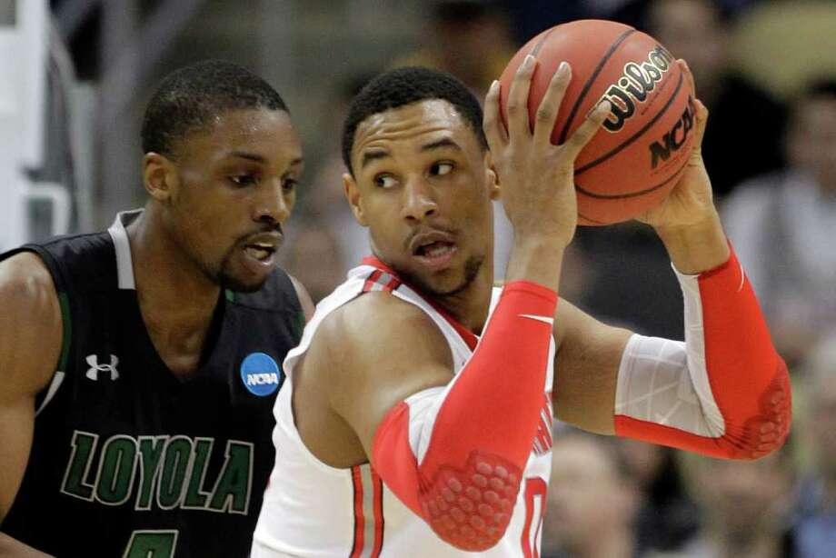 Loyola of Maryland's Shane Walker, left, guards Ohio State's Jared Sullinger during the first half of an NCAA tournament second-round college basketball game in Pittsburgh, Thursday, March 15, 2012. ( AP Photo/Gene J. Puskar) Photo: Gene J. Puskar, Associated Press / AP