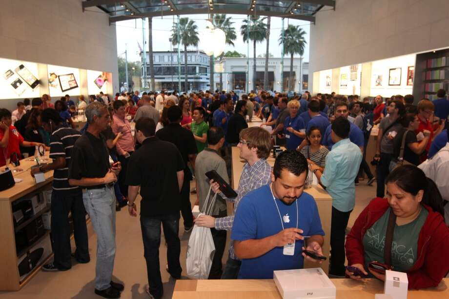 The new Highland Village Apple Store was crowded with customers wanting to buy the new iPads on Friday morning. Photo: Johnny Hanson, Houston Chronicle