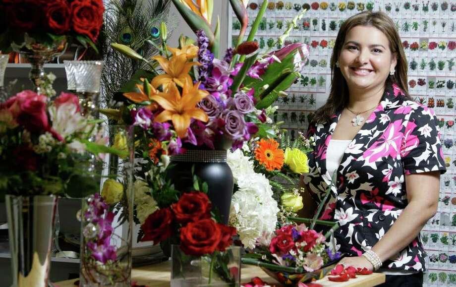 Lidia Villamizar, una venezolana que destaca en el negocio de las flores en Houston. Photo: Melissa Phillip / © 2011 Houston Chronicle