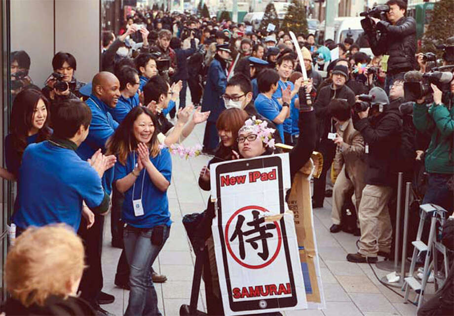 People pack the street in front of the Ginza Apple Store in Tokyo, Japan, as they wait to buy the new iPad at 8 a.m. Friday, March 16, 2012. Photo: MBR, McClatchy-Tribune News Service / Yomiuri Shimbun