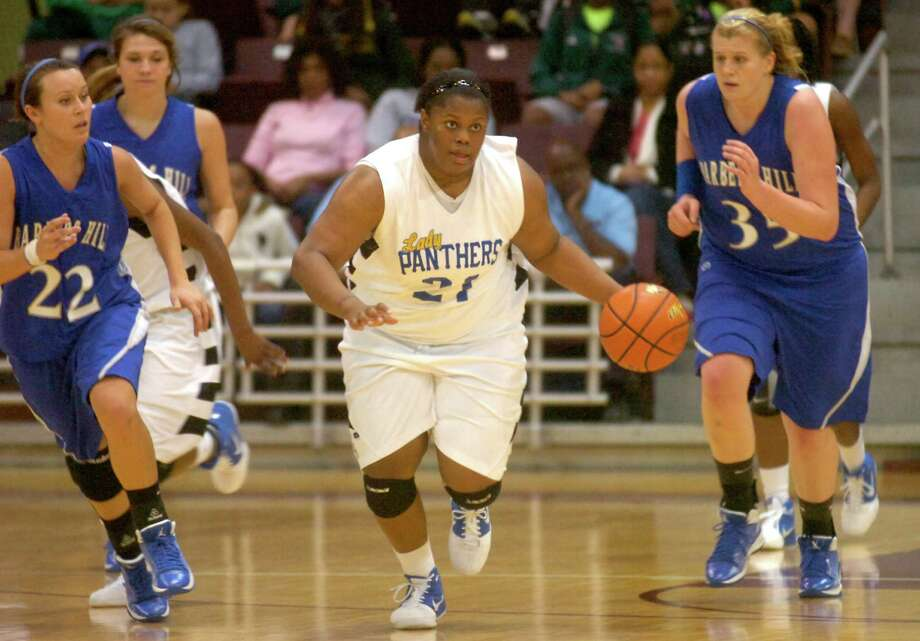 Ozen's Nekia Jones drives the ball down the court during the game against Barber's Hill at the Aldine Campbell Center in Houston, Saturday, February 25, 2012. Tammy McKinley/The Enterprise Photo: TAMMY MCKINLEY