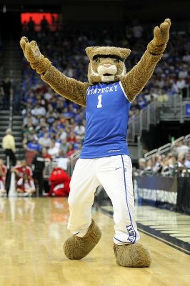 The Wildcat of Kentucky sure gets a boost from sporting an Anthony Davis unibrow tribute. (Andy Lyons / Getty Images)