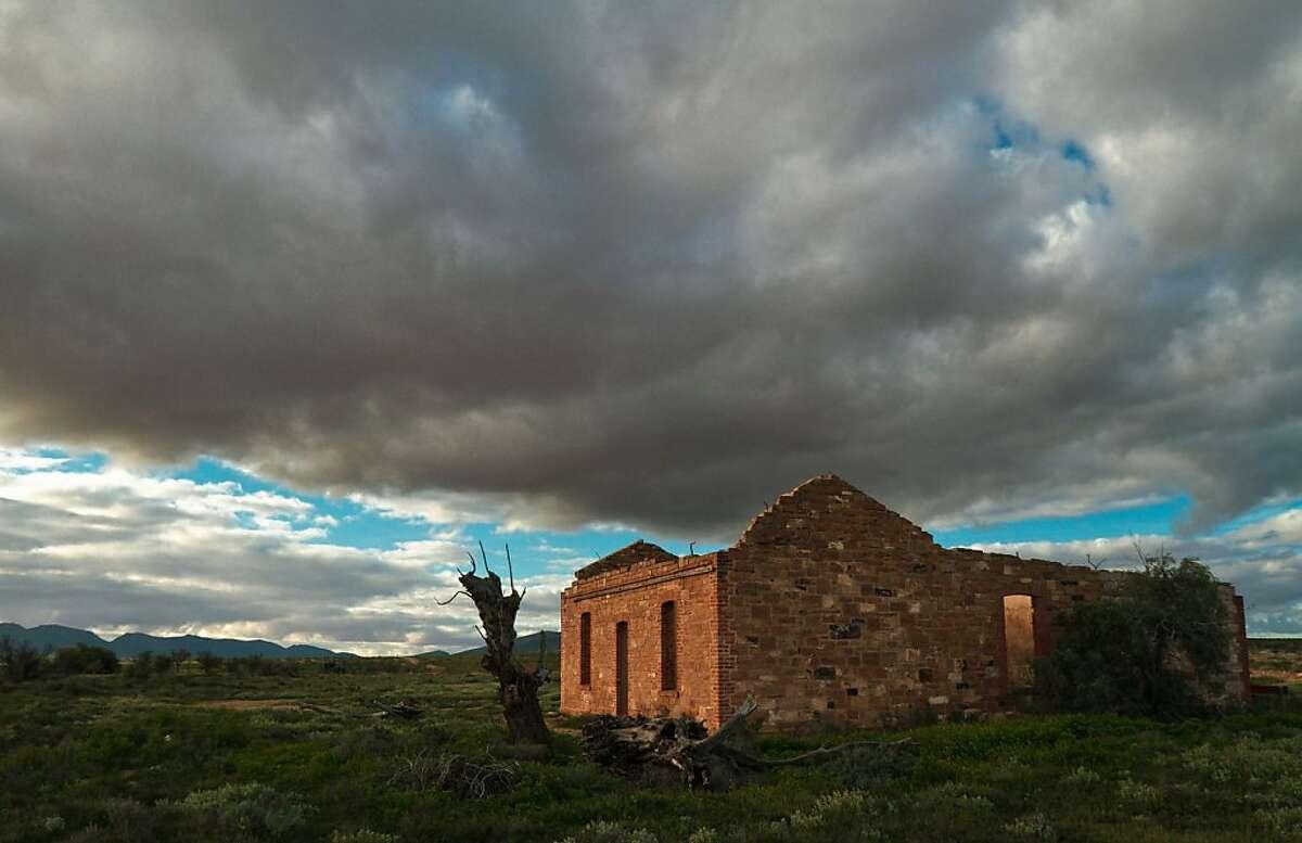 Abandoned farmhouse near Rawnsley Station in the Flinders range, Australia