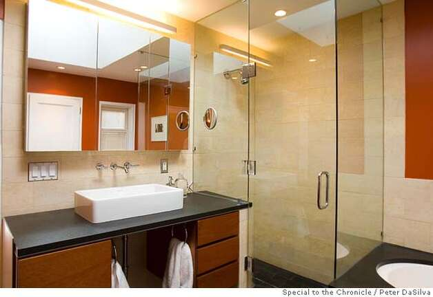San Francisco, CA, Nov. 10, 2006: Newly remodeled bathroom in the San Francisco flat of Jean & Julian Ray on Nov. 10, 2006. (Photo By: Peter DaSilva for the San Francisco Chronicle) Photo: Peter DaSilva