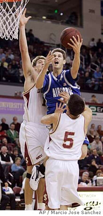 Air Force's Tim Anderson, center, shoots over Santa Claras' Sean Denison, left, and Brody Angley (5) during the first half in the championship game of the Cable Car Classic basketball tournament in Santa Clara, Calif., Friday, Dec. 29, 2006.(AP Photo/Marcio Jose Sanchez) Photo: Marcio Jose Sanchez
