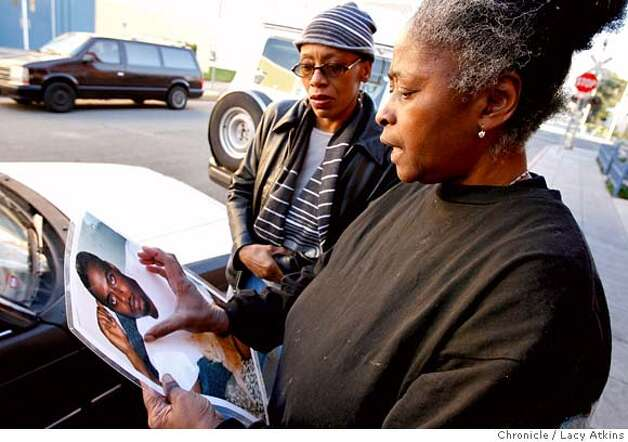 Ora Knowell, right, confers with Theresa Harris, left, about putting her son's face, Brian Payne Jr. on a quilt, Tuesday December 19, 2006, in Oakland, Ca. After Ora Knowell's two sons were killed in Oakland she make quilts for the families of the victims of homicide. December 19, 2006. 2006, in Oakland, (Lacy Atkins/The Chronicle) MANDATORY CREDITFOR PHOTGRAPHER AND SAN FRANCISCO CHRONICLE/ -MAGS OUT Photo: Lacy Atkins