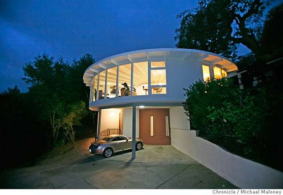 Architectural Fidelity Keeps A Circle Unbroken Alamo Couple Restores Round 1970s Kit House