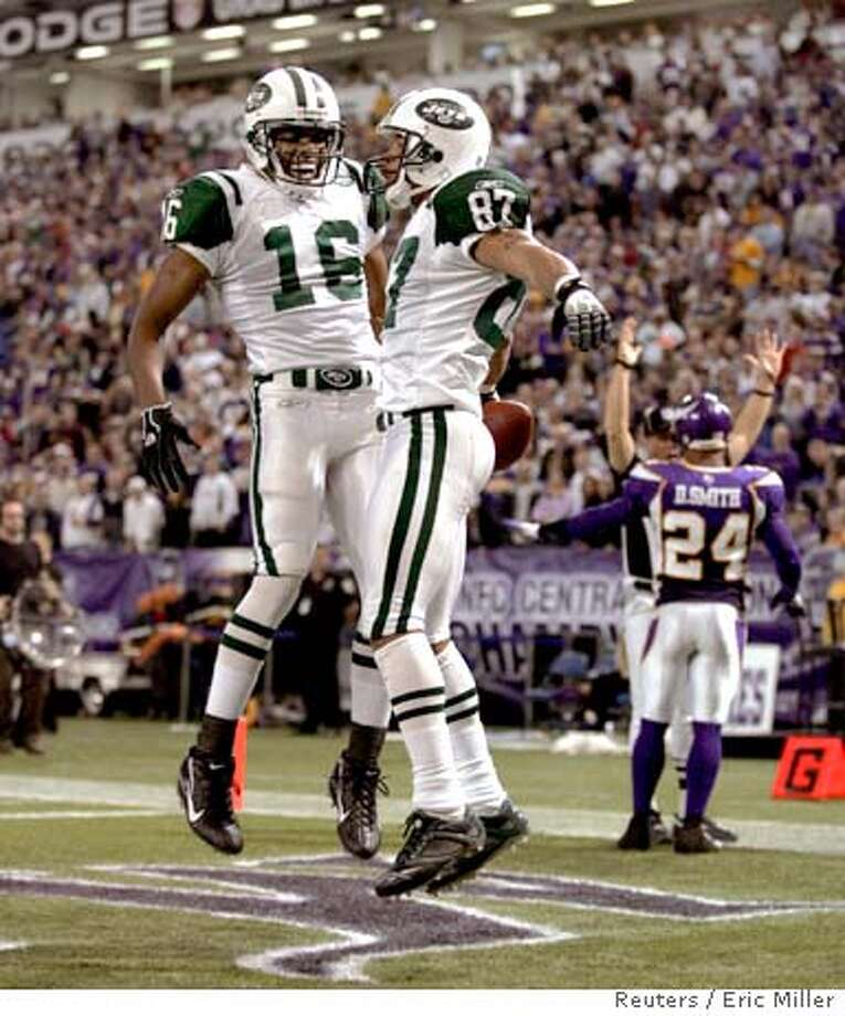New York Jets wide receiver Laveranues Coles (87) celebrates with teammate receiver Brad Smith (16) after he catches a touchdown pass from quarterback Chad Pennington during the second quarter of the Jets' NFL game against the Minnesota Vikings at the Metrodome in Minneapolis, December 17, 2006. Vikings safety Dwight Smith (24) is in the background. REUTERS/Eric Miller (UNITED STATES)  Ran on: 12-18-2006  Laveranues Coles (87) was having a party at the Metrodome, here dancing with Brad Smith after his TD catch. Photo: ERIC MILLER