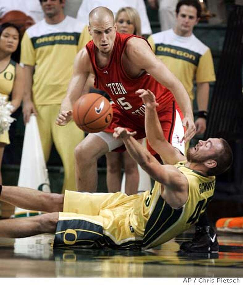 Eastern Washington's Brandon Moore, top, battles Oregon's Ray Schafer for a loose ball during the first half of their non-conference basketball game in Eugene, Ore., Friday, Dec. 15, 2006. (AP Photo/Chris Pietsch) Photo: Chris Pietsch