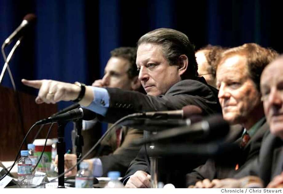 climate_0420_cs.jpg  Former Vice President Al Gore fields questions from the audience during a climate exchange forum at the Commonwealth Club in San Francisco today, December 14, 2006. The forum featured a panel discussion on energy and global warming that included Gore, Sen. Barbara Boxer, Duke Energy Chairman and CEO Paul Anderson, Stanford University climate expert Stephen Schneider and two venture capitalists, Vinod Khosla, co-founder of Sun Microsystems, and Dan Reicher, president of New Energy Capital. Sierra Club executive director Carl Pope acted as moderator.  Chris Stewart / The Chronicle MANDATORY CREDIT FOR PHOTOG AND SF CHRONICLE/ -MAGS OUT Photo: Chris Stewart