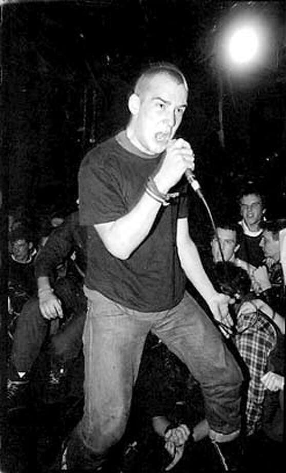 �CRITPIX23-IAN For CRITPIX23; Ian MacKaye from Fugazi ; 5/21/03 in; 3/25/97 in . / HO CAT MANDATORY CREDIT FOR PHOTOG AND SF CHRONICLE/ -MAGS OUT Photo: Ho