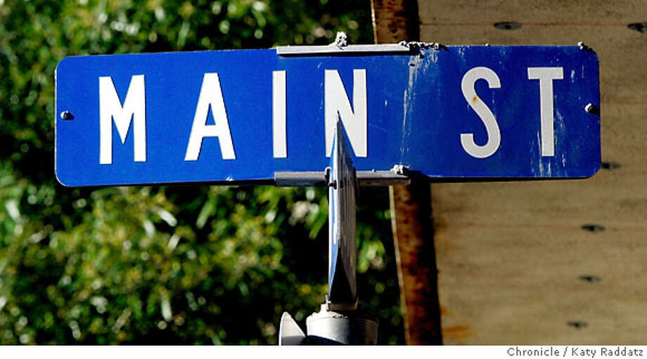 STREETDATE14_062_RAD.jpg  SHOWN: Main St. in Martinez has charm and an unhurried pace. These pictures were made on Wednesday, Nov. 29, 2006, in Martinez, CA.  (Katy Raddatz/SF Chronicle)  * Photo: Katy Raddatz