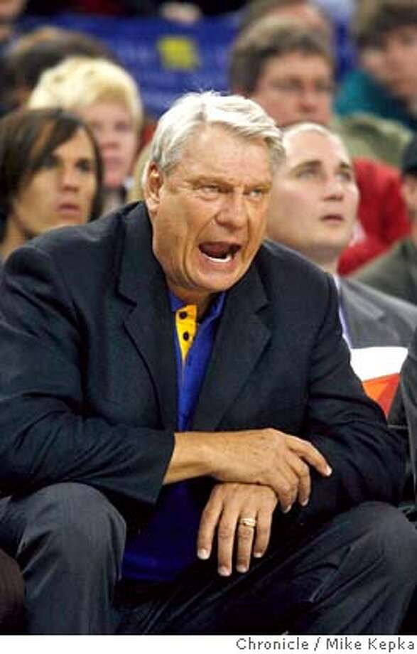 warriors00177_mk.JPG Hoping to make his 1200 career win Warriors coach Don Nelson works his team from the sidelines. Warriors vs. Milwaukee Bucks Mike Kepka / The Chronicle Don Nelson (cq) the roster MANDATORY CREDIT FOR PHOTOG AND SF CHRONICLE/ -MAGS OUT Photo: Mike Kepka