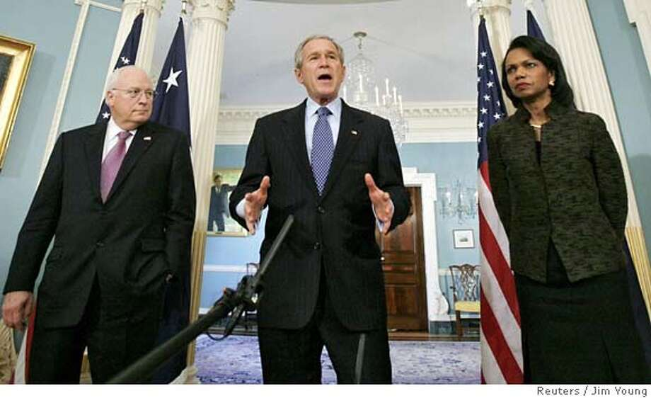 U.S. President George W. Bush is joined by Secretary of State Condoleezza Rice and Vice President Dick Cheney as he delivers remarks on Iraq at the State Department in Washington, December 11, 2006. REUTERS/Jim Young (UNITED STATES) 0 Photo: JIM YOUNG