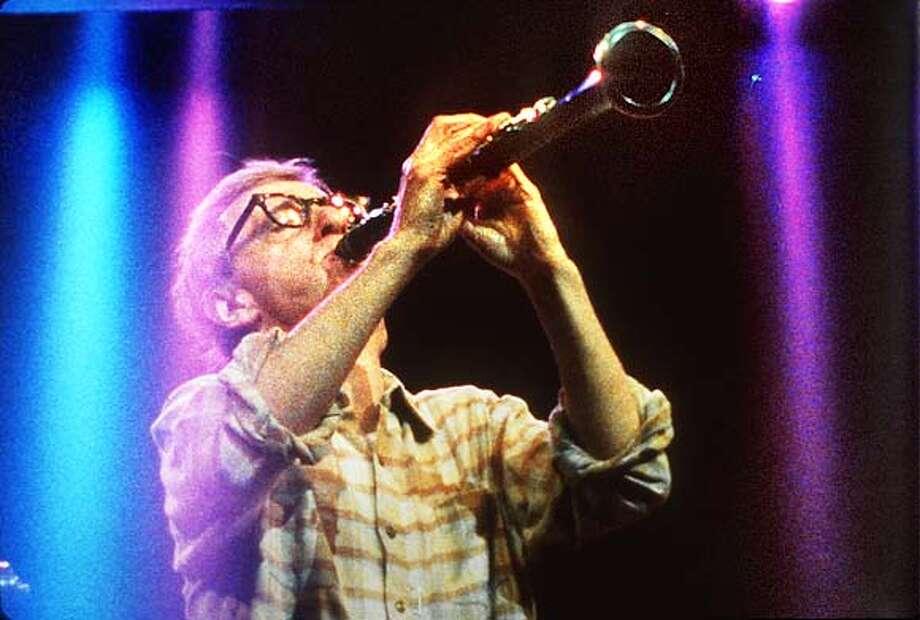 �FRI MOVIES 1/C/28APR98/DD/HO--Film WILD MAN BLUES; documentary of music and Woody Allen; CAT Photo: HANDOUT