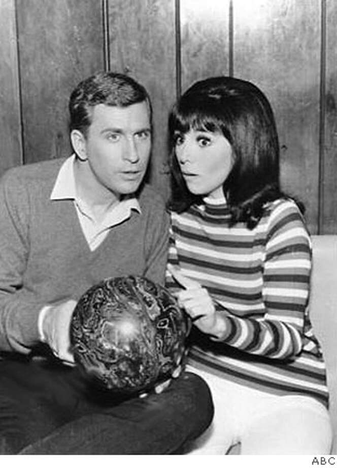 "Ted Bessell and Marlo Thomas in the '60s sitcom ""That Girl."" Credit: ABC  Ran on: 06-11-2006  Donald (Ted Bessell) and Ann (Marlo Thomas) remained chaste on &quo;That Girl.&quo;  Ran on: 11-02-2006  Marlo Thomas was joined by family and friends after her opening-night performance of &quo;Moving Right Along.&quo; The play runs through Nov. 19.  Ran on: 12-10-2006  Marlo Thomas with Ted Bessell in &quo;That Girl&quo; in the '60s, above, and with her husband, Phil Donahue, in September at a St. Jude Children's Hospital benefit in Beverly Hills. Photo: ABC"