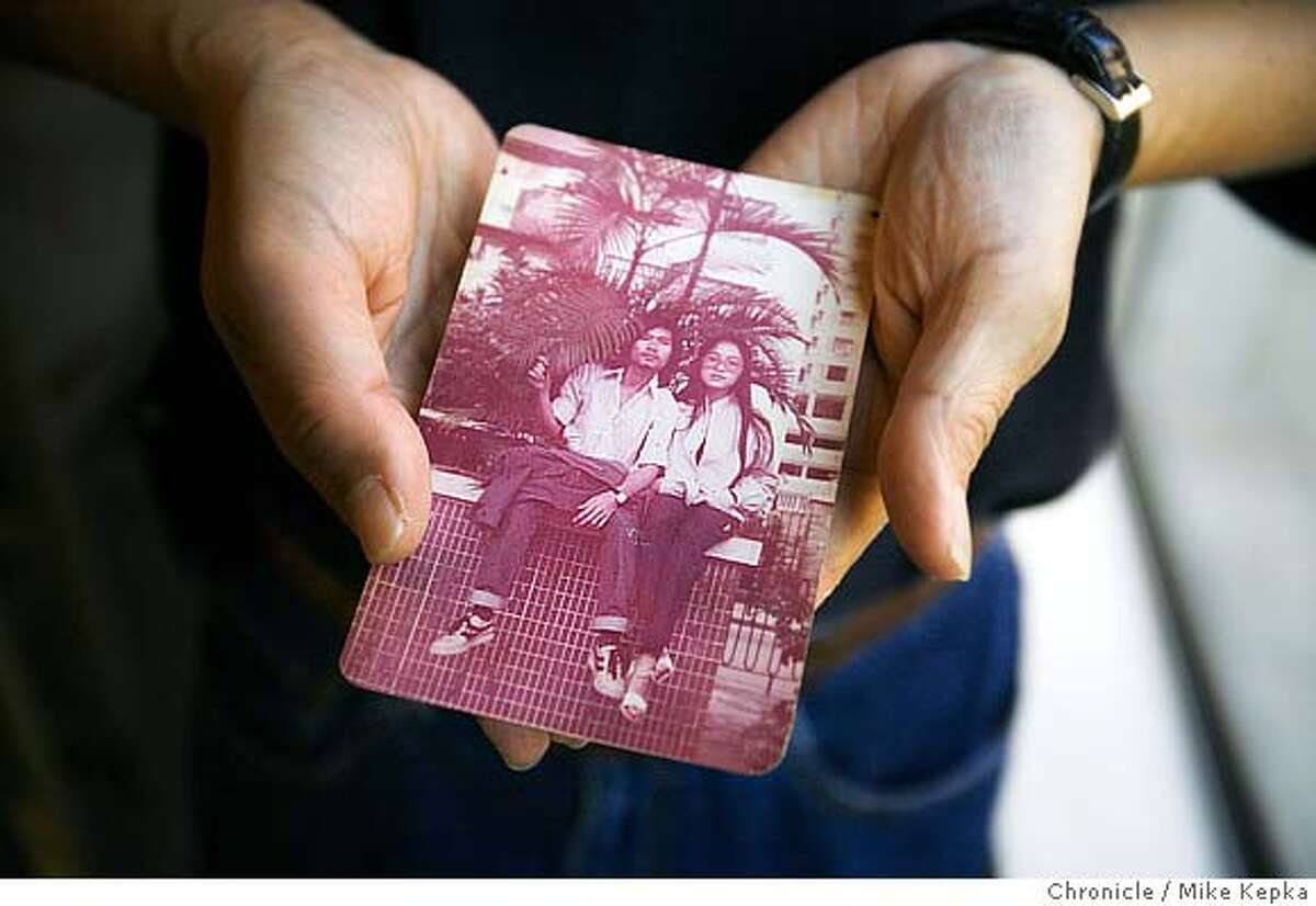 �vietnam00030_mk.JPG Cong Thanh Do, a Vietnamese American, holds a picture of himself and his wife in 1981 shortly after escaping Vietnam to start a new life. Photo taken on 10/13/06. MANDATORY CREDIT FOR PHOTOG AND SF CHRONICLE/ -MAGS OUT