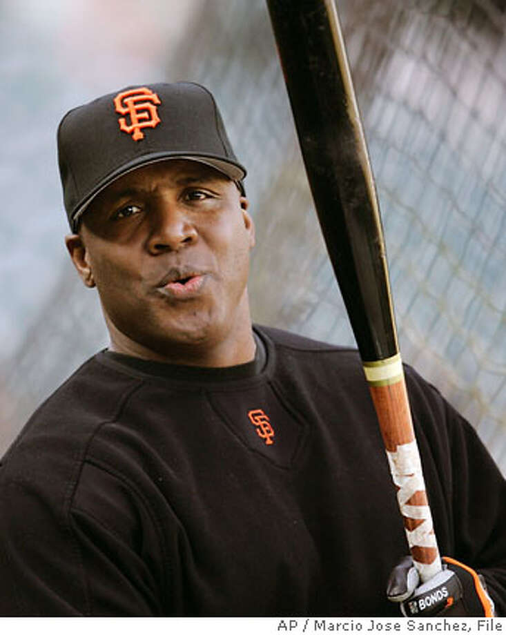 ** FILE ** San Francisco Giants' slugger Barry Bonds takes batting practice before a baseball game against the Los Angeles Dodgers in San Francisco, in this Sept. 29, 2006 file photo. Bonds and the San Francisco Giants moved closer to reaching an agreement Thursday night, with the sides hoping to complete a deal that would keep the controversial slugger in the Bay Area. Photo: MARCIO JOSE SANCHEZ