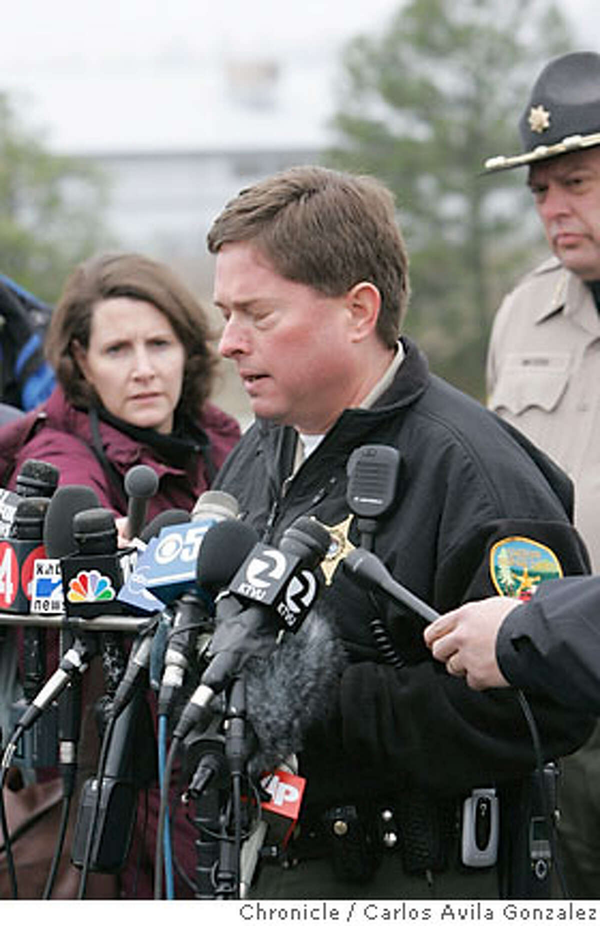 Josephine County Undersheriff Brian Anderson closes his eyes before turning away from the television cameras after it was announced that the body of James Kim had been located by search and rescue personnel. Anderson could not finish his statement, appearing upset by the news. Local and state authorities announced that their search for James Kim had concluded on Wednesday, December 6, 2006, after his body was discovered by search and rescue personnel. The San Francisco man whose family was rescued Monday after they were lost in the mountains outside of Merlin, Or., set out on foot to try to find help, but died as he attempted to bring assistance to his wife and two daughers. Photo by Carlos Avila Gonzalez/The San Francisco Chronicle Photo taken on 12/6/06, in Merlin, Or, USA. **All names cq (source)