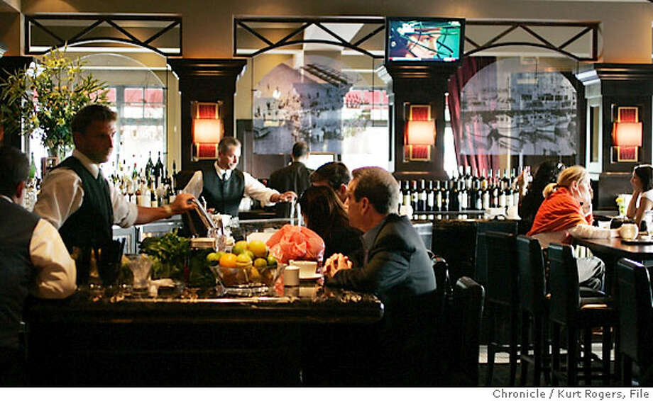 the Bar.  Pictures for dining out. Joe DiMaggio's Italian Chop House took over the North Beach space of Fior d'Italia and really took it upscale. KURT ROGERS /THE CHRONICLE SAN FRANCISCO THE CHRONICLE  SFC d.03joedimaggio_0140_kr.jpg  Ran on: 09-03-2006  Classic Joe DiMaggio's Italian Chophouse has taken over the North Beach space that housed Fior d'Italia. Photo: KURT ROGERS /THE CHRONICLE