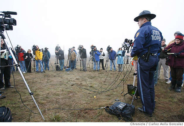 Oregon State Police Lt. Gregg Hastings conducts a morning press briefing as the search for James Kim continues on Wednesday, December 6, 2006. Local and state authorities and search and rescue personnel continued their search for James Kim on Wednesday, December 6, 2006. The San Francisco man whose family was rescued Monday after they were lost in the mountains outside of Merlin, Or., set out on foot to try to find help, but has not been located.  Photo by Carlos Avila Gonzalez/The San Francisco Chronicle  Photo taken on 12/6/06, in Merlin, Or, USA.  **All names cq (source) Photo: Carlos Avila Gonzalez