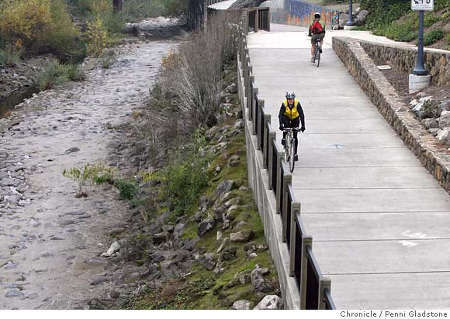 BIKEMAP Chris Culver, in yellow, rides The Santa Rosa Creek Trail. She is the Director of the Sonoma County Bike Coalition. It is a five year old coaltion that argues for access and bike lanes, cyclist and driver education. The coalition has just issued a bike map to routes in and around the county that will be useful for residents and visitors to the county. Event on 11/20/06 in Santa Rosa.  Penni Gladstone / The Chronicle MANDATORY CREDIT FOR PHOTOG AND SF CHRONICLE/ -MAGS OUT Photo: Penni Gladstone