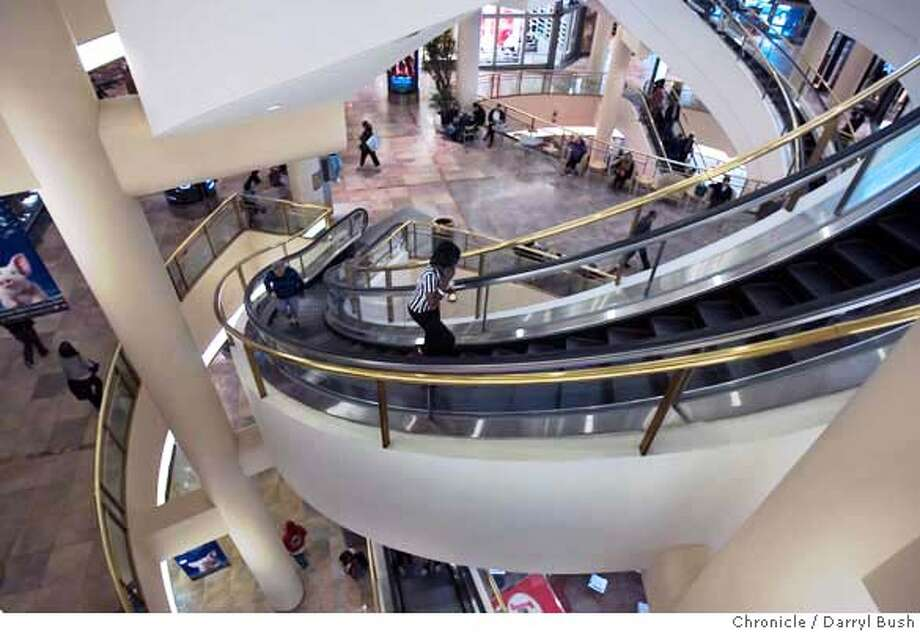 .jpg  The view looking down from the 2nd floor of Westfield San Francisco Centre in San Francisco, CA, on Tuesday, November, 21, 2006. 11/21/06  Darryl Bush / The Chronicle ** (cq) MANDATORY CREDIT FOR PHOTOG AND SF CHRONICLE/ -MAGS OUT Photo: Darryl Bush