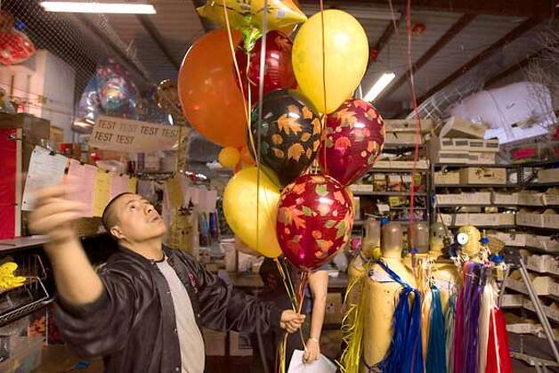 SAN FRANCISCO / Inflation strikes balloon sellers / Helium prices
