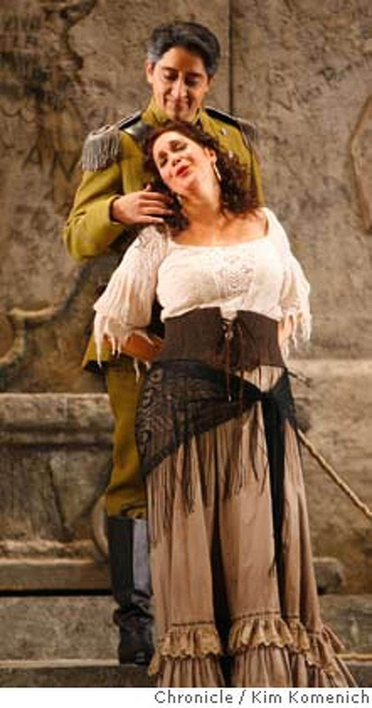 "CARMEN_057_KK.JPG The San Francisco Opera presents Bizet's ""Carmen."" Hadar Halevy as Carmen; Ricardo Herrera as Zuniga. Photo by Kim Komenich/The Chronicle **Cast Sheet �2006, San Francisco Chronicle/Kim Komenich MANDATORY CREDIT FOR PHOTOG AND SAN FRANCISCO CHRONICLE/ -MAGS OUT"