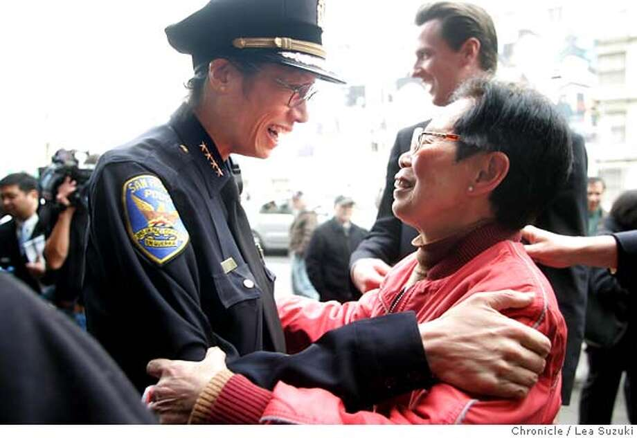 "newsom_158_ls.JPG  from left: San Francisco Police Chief Heather Fong, Mayor Gavin Newsom (in background) and a woman walking on Stockton Street who declined to give her name. Fong and a woman walking along Stockton Street talk during a neighborhood walk along Stockton Street in Chinatown in San Francisco on Monday November 20, 2006. The woman told Newsom, ""She's a clever girl,"" while pointing at Fong to which Newsom replied, ""I know she is."".  Photo by Lea Suzuki/The San Francisco Chronicle  Photo taken on 11/20/06, in San Francisco, CA. **(themselves) cq. MANDATORY CREDIT FOR PHOTOG AND SAN FRANCISCO CHRONICLE/ -MAGS OUT Photo: Lea Suzuki"