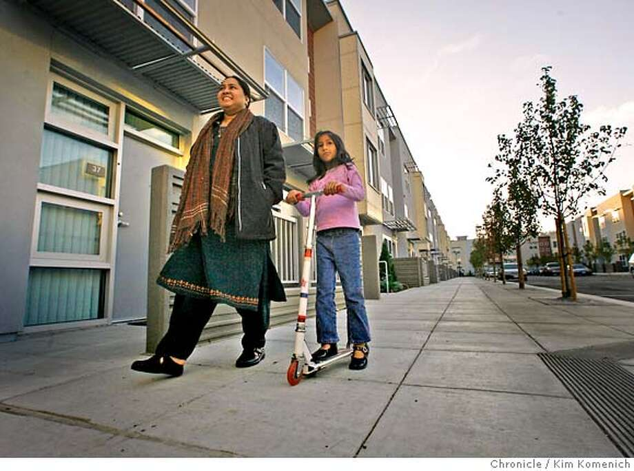 VALENCIAXX_030_KK.JPG  Shama Asghar and daughter Saba, 5, walk in the new Valencia Gardens.  We tour Valencia Gardens, the new public housing development in the Mission that opens next week. This development stands where the former Valencia Gardens, the 60's-style, boxy, crime-ridden dwellings that were demolished in the mid-1990's, once stood.  Photo by Kim Komenich/The Chronicle  **Shama Asghar �2006, San Francisco Chronicle/Kim Komenich  MANDATORY CREDIT FOR PHOTOG AND SAN FRANCISCO CHRONICLE/ -MAGS OUT Photo: Kim Komenich