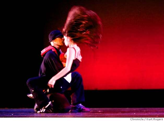 Khaotik Groovemintz. performed Hiphop Dance fest at the Palace of fine arts in san francisco Hippopers came from all over the country to show off there stuff .  . FRIDAY, November 17, 2006.  KURT ROGERS/THE CHRONICLE SAN FRANCISCO THE CHRONICLE  SFC HIPHOP20_0031_kr.jpg MANDATORY CREDIT FOR PHOTOG AND SF CHRONICLE / -MAGS OUT Photo: KURT ROGERS/THE CHRONICLE