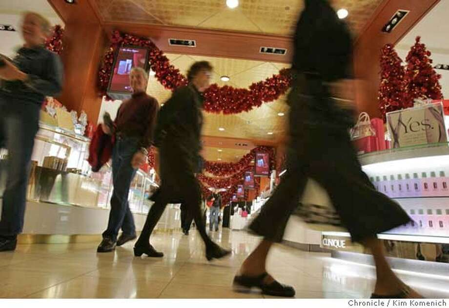.JPG  We visit Macy's Union Square to get generic Christmas shopping pictures to go with a story about how industry experts are predicting a strong holiday season for retailers, although not as strong as last year. Photo by Kim Komenich/The Chronicle  ** �2006, San Francisco Chronicle/Kim Komenich  MANDATORY CREDIT FOR PHOTOG AND SAN FRANCISCO CHRONICLE/ -MAGS OUT Photo: Kim Komenich