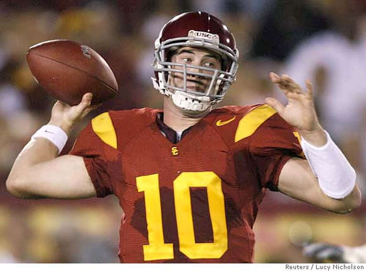 USC quarterback John David Booty throws against California during the first quarter of their NCAA football game in Los Angeles November 18, 2006. REUTERS/Lucy Nicholson (UNITED STATES)