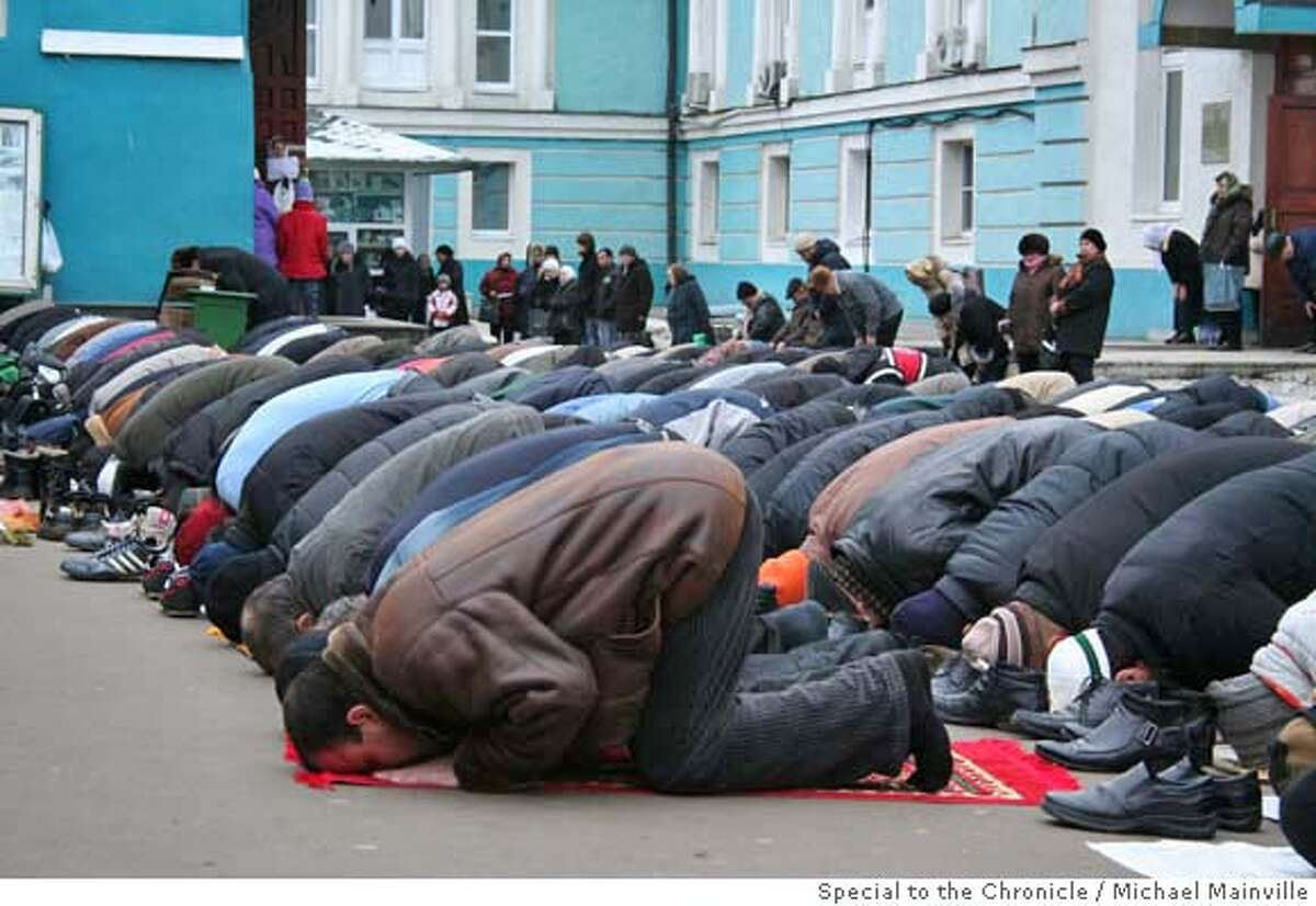 Islam2: There are so few mosques in Moscow to serve the city's growing Muslim community that worshippers are forced to pray outside at the central Sobornaya Mosque. Michael Mainville/Special to The Chronicle Ran on: 11-19-2006 Sobornaya Mosque, overshadowed by Moscows 1980 Olympics stadium, is one of four mosques for the capitals 2.5 million Muslims. Ran on: 11-19-2006 Sobornaya Mosque, overshadowed by Moscows 1980 Olympics stadium, is one of four mosques for the capitals 2.5 million Muslims.