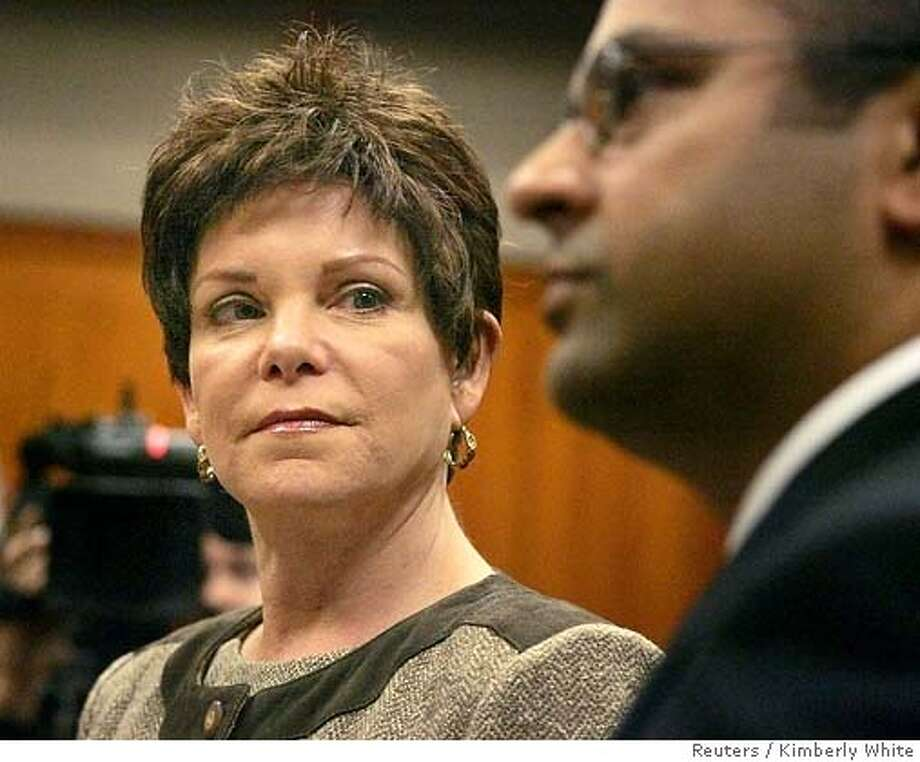 Former Hewlett-Packard Co. Chairman Patricia Dunn (L) looks at her attorney Raj Chatterjee inside a courtroom during her arraignment in San Jose, California, November 15, 2006. Dunn pleaded not guilty to felony charges for spying on reporters and directors in a scandal that sullied the reputation one of Silicon Valley's most venerable and respected companies.  REUTERS/Kimberly White (UNITED STATES) Photo: KIMBERLY WHITE