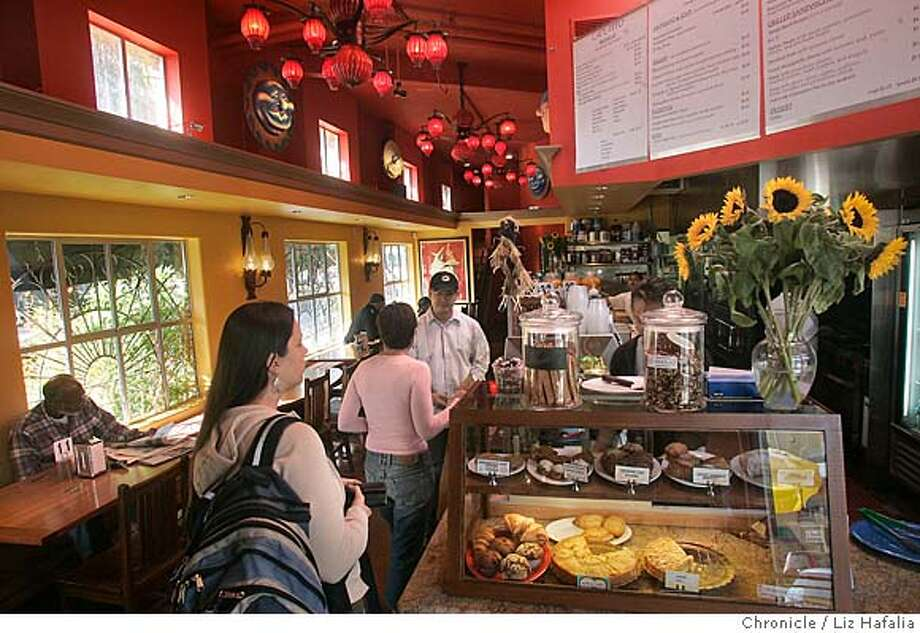 bargain16_pippo_LH_035.JPG Cafe Pippo, a colorful cafe in Oakland's Temescal area, serves breakfast, lunch and dinner.  Photographed by Liz Hafalia MANDATORY CREDIT FOR PHOTOGRAPHER AND SAN FRANCISCO CHRONICLE/ -MAGS OUT Photo: Liz Hafalia