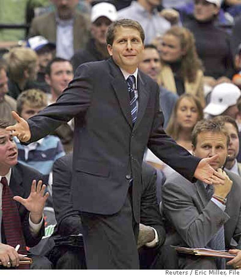 Sacramento Kings head coach Eric Musselman talks with referee Gary Zielinski after Zielinski ejected Kings forward Maurice Taylor during the second half of the Kings' NBA game against the Minnesota Timberwolves in the Target Center in Minneapolis November 1, 2006. REUTERS/Eric Miller (UNITED STATES) Photo: ERIC MILLER