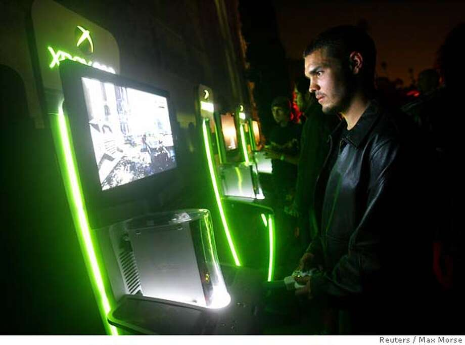 "Cheyenne Pesko plays the Xbox 360 game ""Gears of War"" at the game's launch party at the Hollywood Forever Cemetery in Los Angeles October 25, 2006. REUTERS/Max Morse (UNITED STATES) Photo: MAX MORSE"