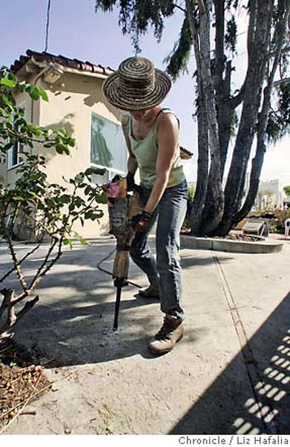 CONCRETExx_060_LH.JPG CONCRETExx - Home section feature about transforming a front yard that is entirely concrete. Landscaper Suzy Garren breaking up the cement yard. Shot in Berkeley on 4/25/05. Creditted to San Francisco Chronicle/Liz Hafalia Photo: Liz Hafalia