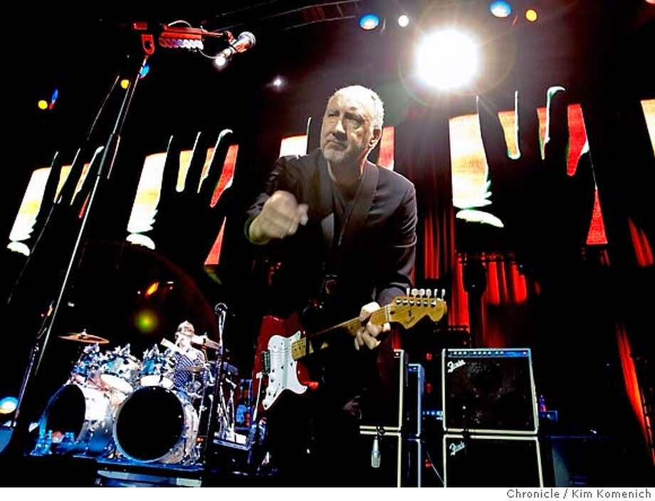 WHO10_016_KK.CR2  The Who Performs at HP Pavilion in San Jose. Pete Townshend on lead guitar  Photo by Kim Komenich/The Chronicle �2006, San Francisco Chronicle/Kim Komenich  MANDATORY CREDIT FOR PHOTOG AND SAN FRANCISCO CHRONICLE/ -MAGS OUT Photo: Kim Komenich
