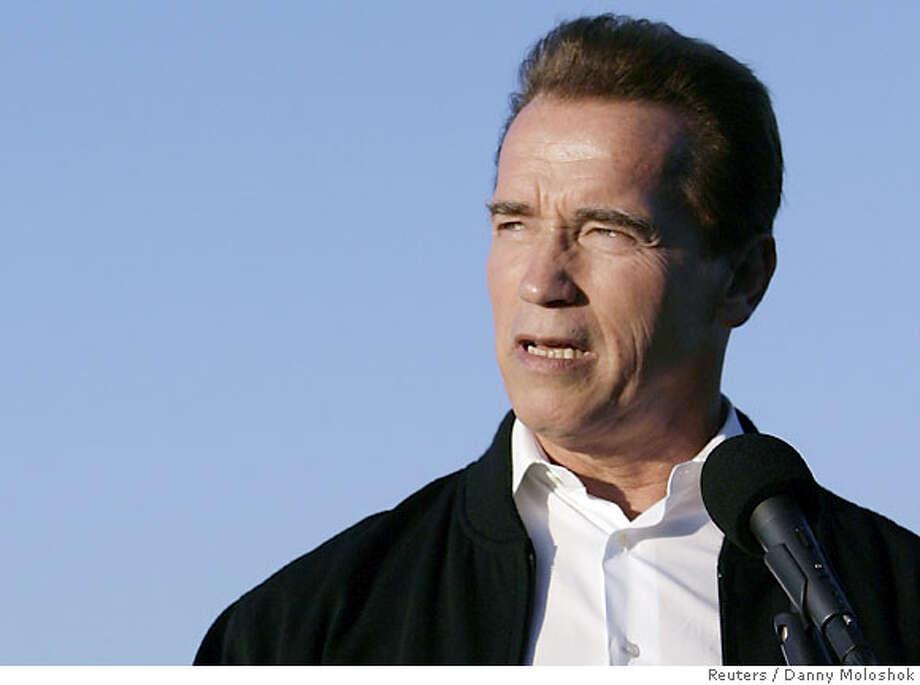 California Governor Arnold Schwarzenegger speaks at the Santa Monica airport prior to departing for his Mexico trade mission in Santa Monica, California November 8, 2006. REUTERS/Danny Moloshok (UNITED STATES) Photo: DANNY MOLOSHOK