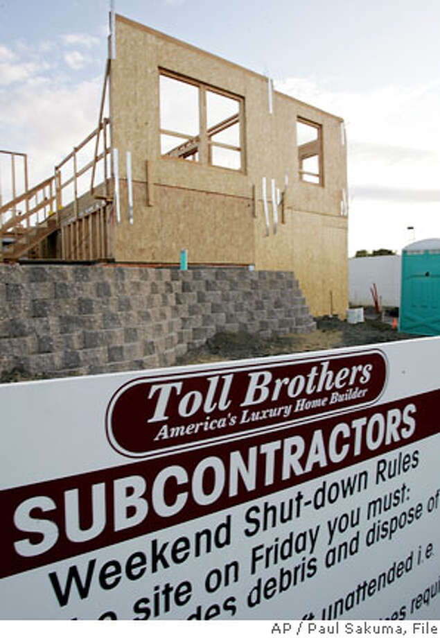 ** FILE ** A Toll Brothers construction site of 47 luxury townhomes that will be selling for about $750,000 being built in a Sunnyvale, Calif. file photo from May 22, 2006. Home builder Toll Brothers Inc. said its fourth-quarter home building revenue dropped 10 percent as the housing market continues to soften, and warned it would see a hefty charge in the quarter. (AP Photo/Paul Sakuma, File) Photo: PAUL SAKUMA